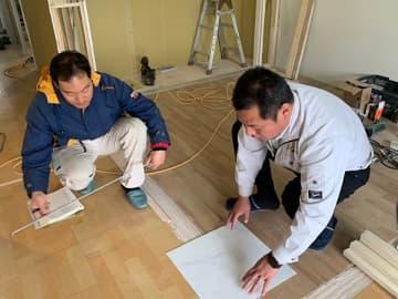 リフォームパークスでは、工事にあたる職人さん同士の関係性が良く、お客様と代表菊井、大工を中心としたワンチームとして連携がしっかりと取れています。