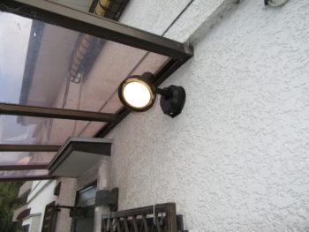 防犯対策に センサー付き防犯ライトの設置工事 富田林市 T