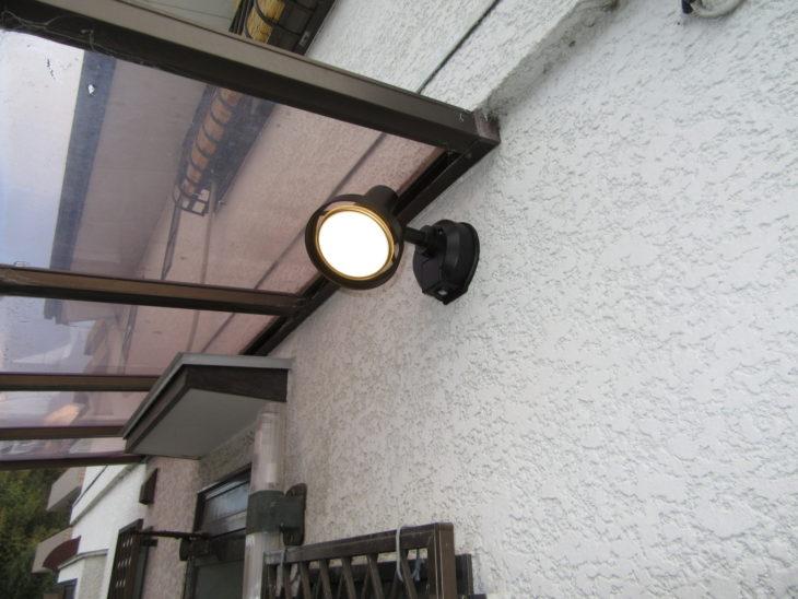 防犯対策に センサー付き防犯ライトの設置工事